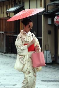 Kimono_lady_at_Gion,_Kyoto[1]
