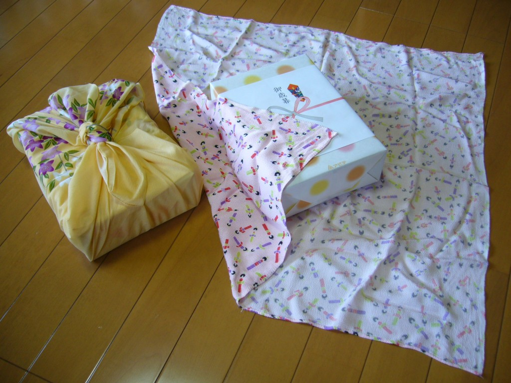 Traditional_Japanese_wrapping_cloth,huroshiki,katori-city,japan[1]