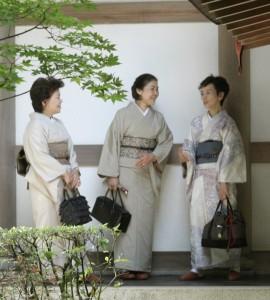 Traditional_kimono[1]