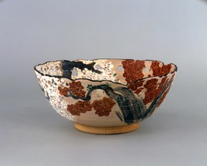 20150128_dohachiomobi_Bowl%20with%20cherry%20tree%20and%20maple%20tree%20motif%20in%20overglaze%20enamels-thumb-700xauto-4970