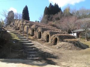 800px-Shigaraki_climbing_kiln_01