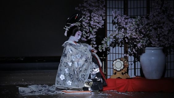 日本舞踊の流派|花柳・藤間・市川・若柳・西川・坂東の特徴と違い